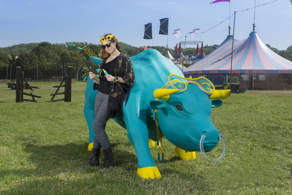 4GEE Charging Bull at Glastonbury 2015 (8)