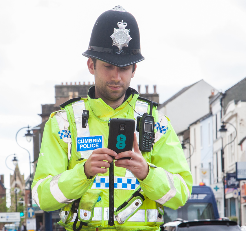 The police force is entering the 21st century with the help of EE, 4G and the Samsung Galaxy Note 4.